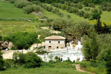 Alle Terme di Saturnia in camper, tra cascate d'acqua e piaceri